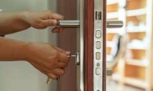 best lock for apartment door