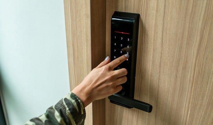 crack-a-keypad-door-lock