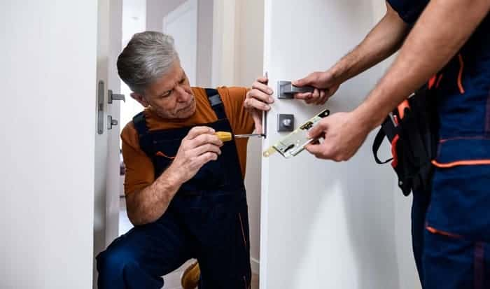 how much does it cost to change locks in an apartment