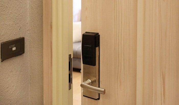 how to break into a keypad door lock