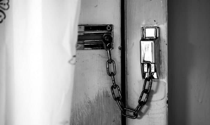 ways-to-lock-a-door-without-a-lock