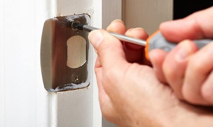 door-lock-jammed