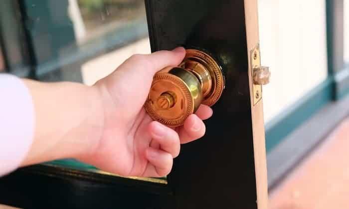 twist-lock-door-knob