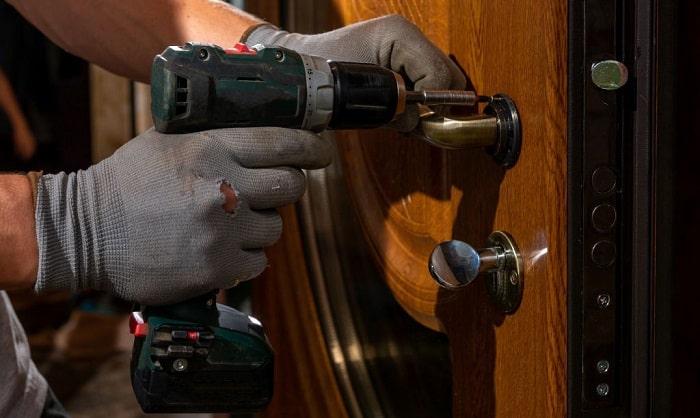 front-door-lock-replacement
