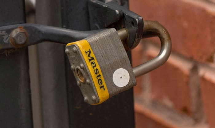 opening-a-master-lock-without-a-key